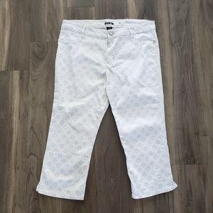Roz & Ali plus sz 14 white jean capri silver print